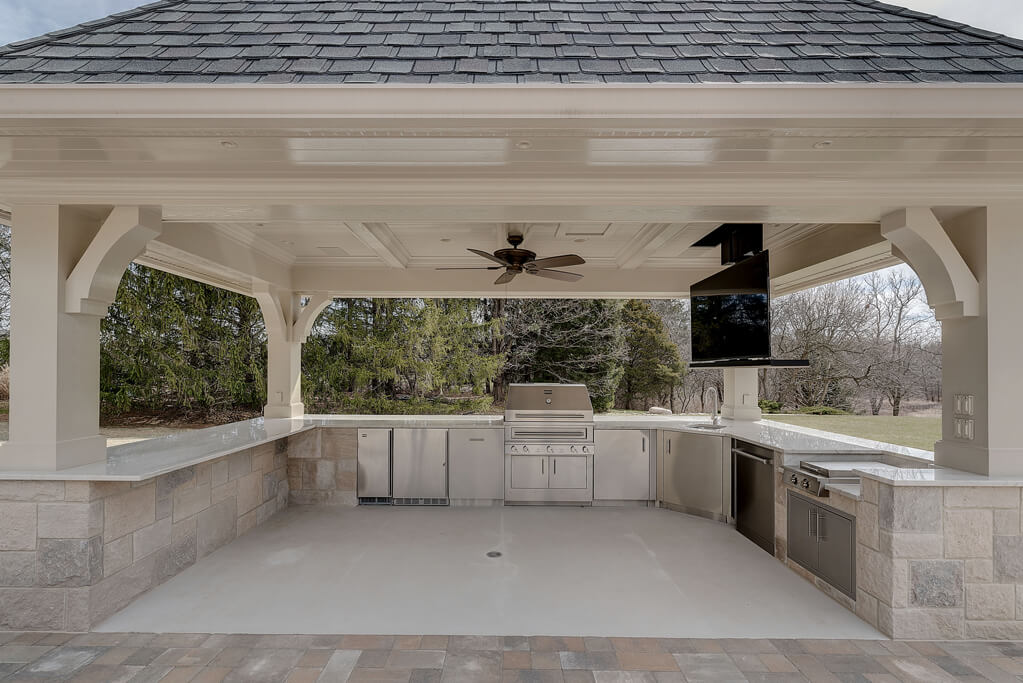 Ennis Custom Homes - Outdoor Kitchens - Carmel, IN Home Builder - Outdoor Kitchen with TV Down