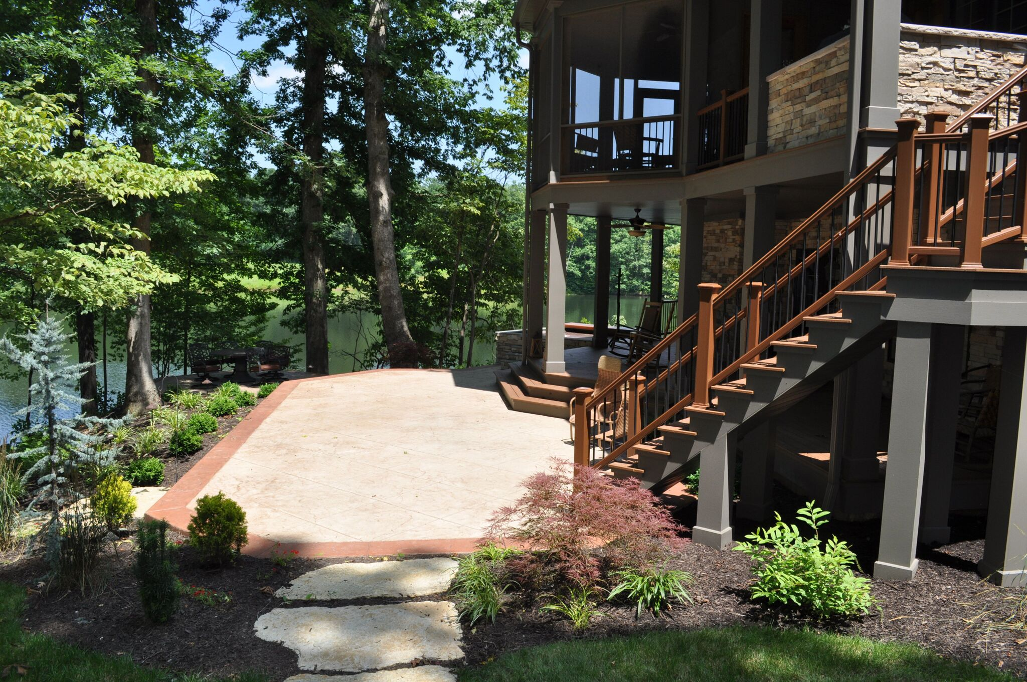 Geist Builder - Side View With Lake