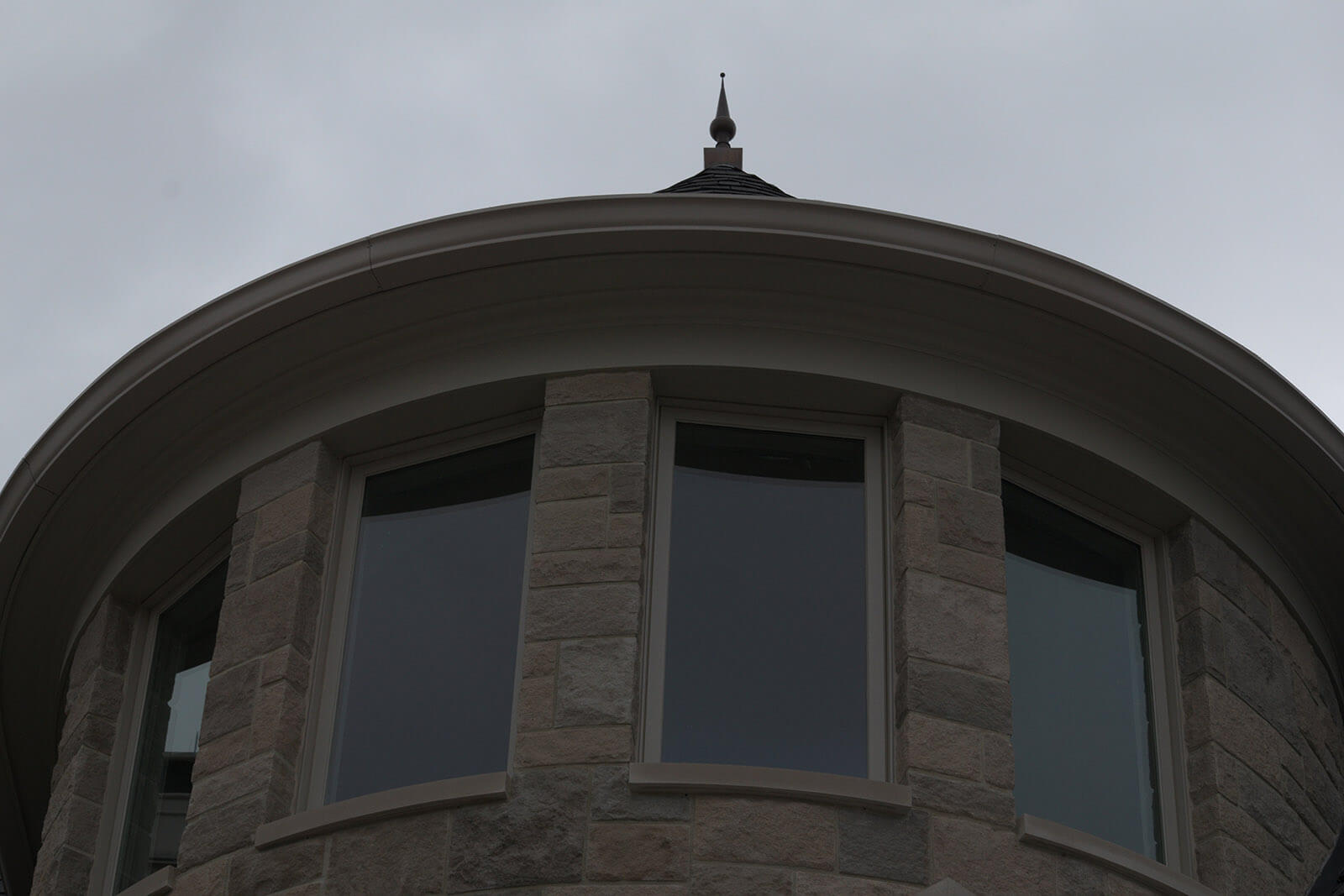 Indiana Custom Home Builder - Round Window Bank Back