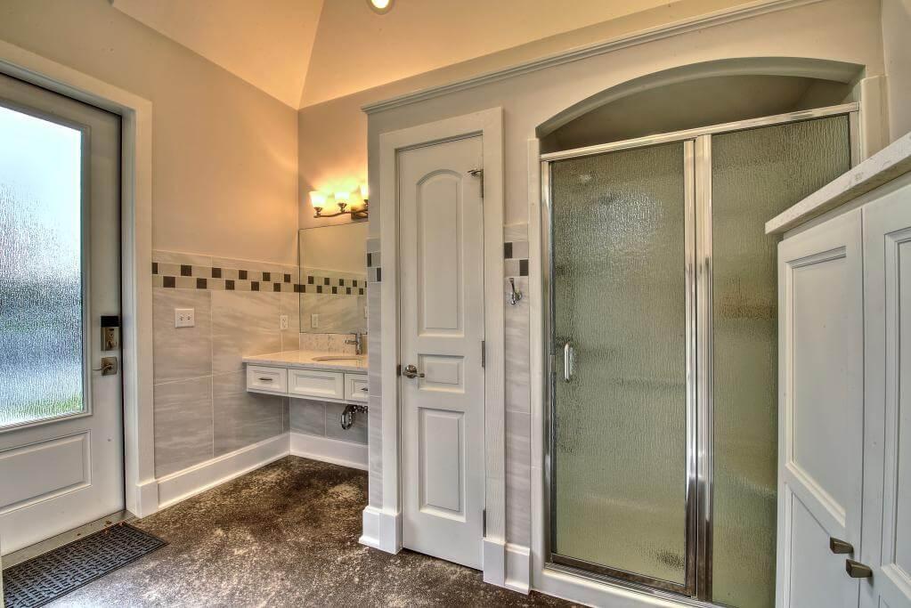 Ennis Custom Homes - Outdoor Facilities - Carmel, IN Custom Builders - Guest Home Bath House Interior 3